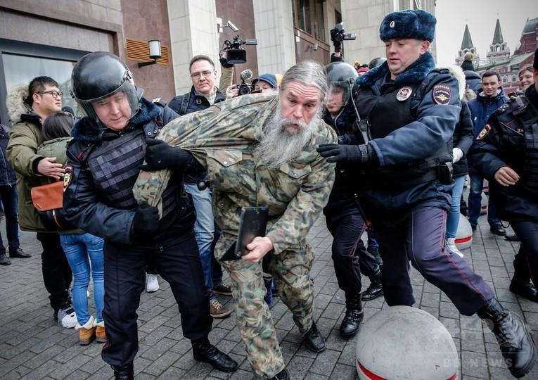 打倒「プーチン独裁」 ロシア各地でデモ、400人超拘束