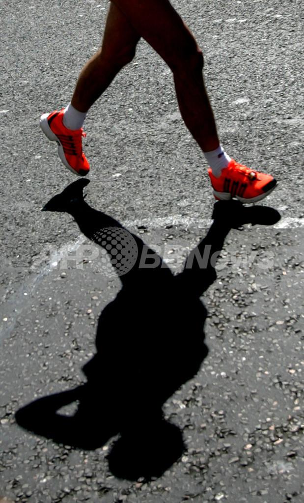 米マラソン大会で珍事件、ノーパンランナーがテイザー銃で撃たれる
