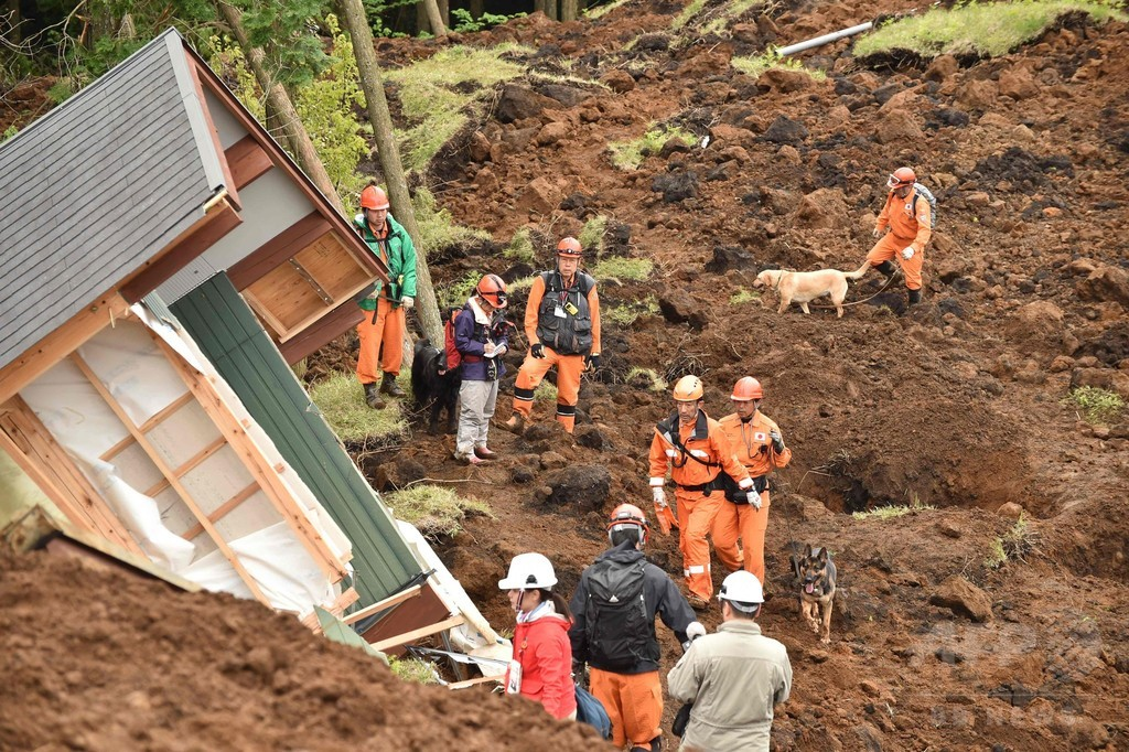 熊本地震、南阿蘇で不明9人捜索 「72時間」迫る