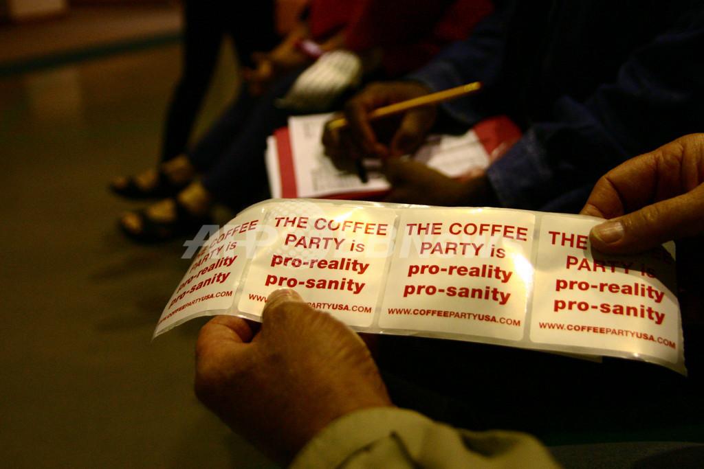 保守派の「茶会」に対抗、無党派層が「コーヒーパーティー」結成 米国