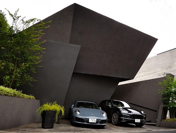 【ENGINE・ハウス】住宅街で洞窟に住む 2台のポルシェと奇抜な形をした合理的な思想の家