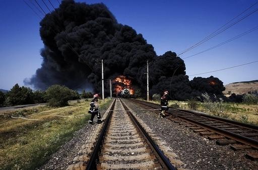 グルジアで燃料輸送列車が大爆発、線路上の地雷に接触