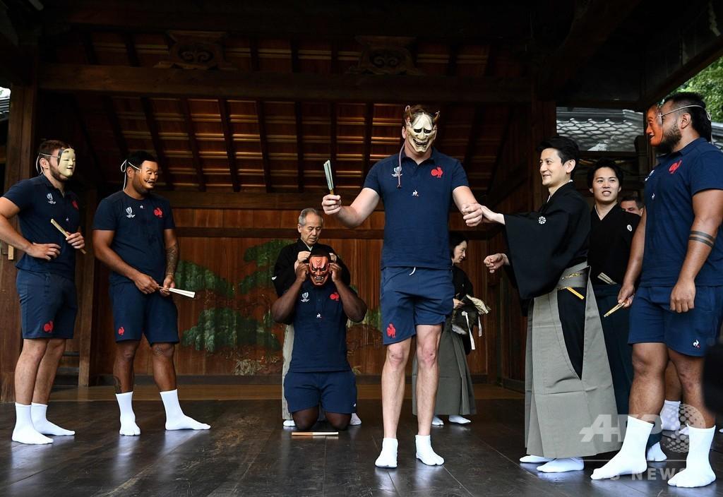 仏選手が熊本で文化交流、くまモンも歓迎 ラグビーW杯