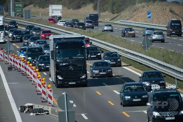 ダイムラーの自動運転トラック、アウトバーンで初の公道試験走行
