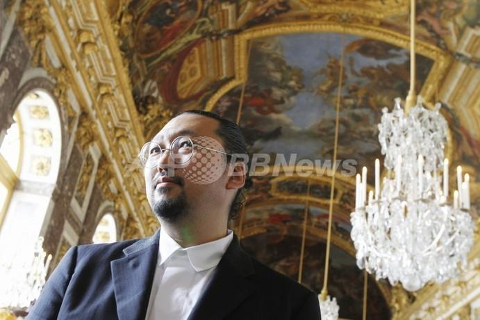 「ベルサイユ宮を冒とく」、村上隆氏作品展に反対運動