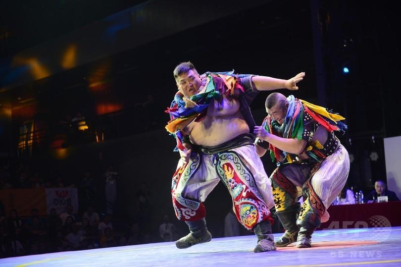 モンゴル相撲の博克(ブフ)開催、日本の元大相撲力士らが挑戦 内モンゴル