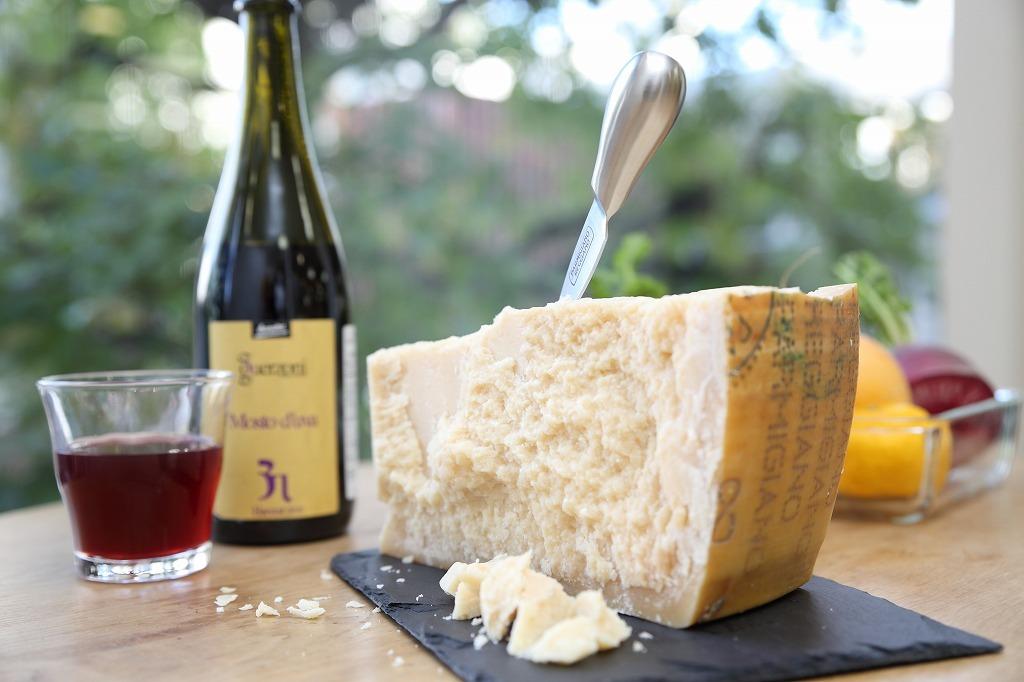 パルミジャーノ・レッジャーノが「チーズの王様」と呼ばれる所以とは?