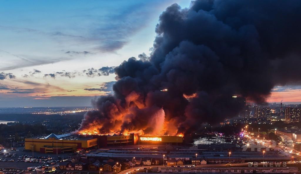 モスクワの商業施設で大火災、3000人避難 黒煙が空覆う