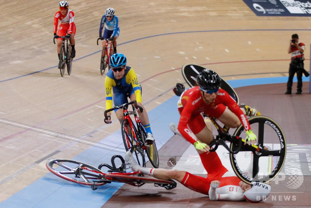 【今日の1枚】檜舞台で衝撃のクラッシュ、自転車女子