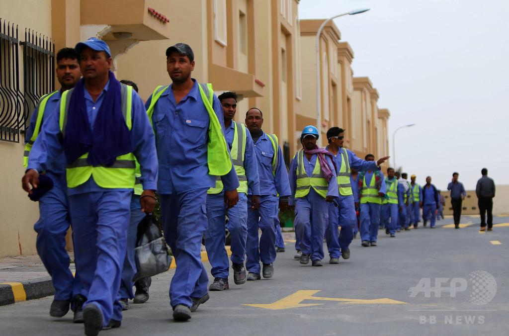 W杯控えるカタール、外国人労働者を苦しめた「カファラ」を廃止