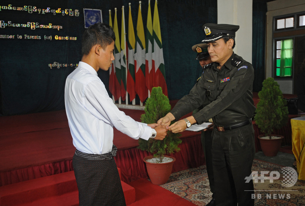 ミャンマー軍が子ども兵士75人を解放 最年少は14歳