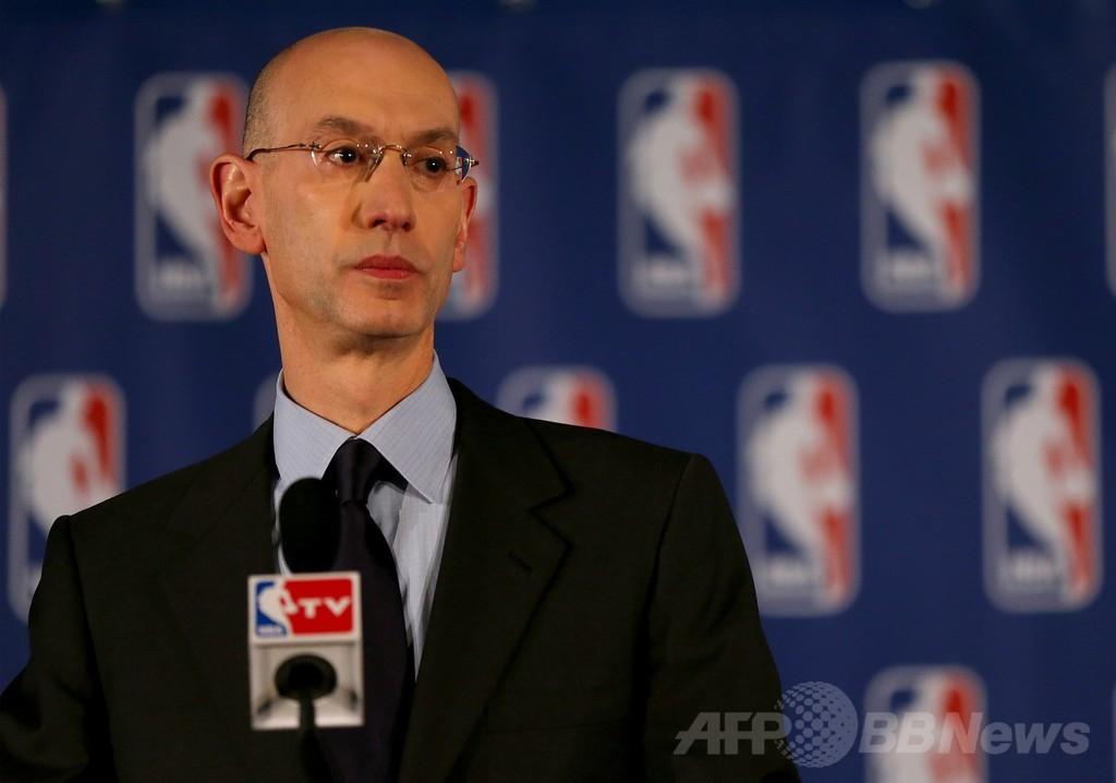 NBA、人種差別発言のクリッパーズオーナーを永久追放