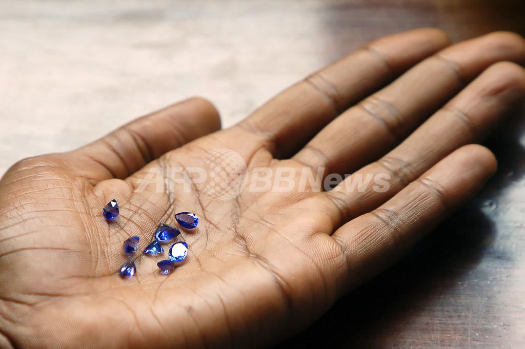 世界最大のルビーとされた「タンザニアの宝石」、実はただの石? 約110万円で売却