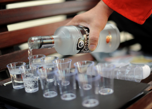 ロシアのアルコール消費量40%減 WHO報告書