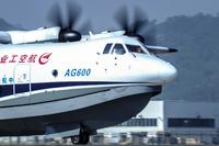 中国が開発、世界最大の水陸両用機AG600初飛行