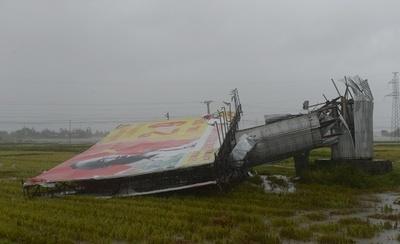 ベトナム中部に台風19号上陸、ここ10年で最強か