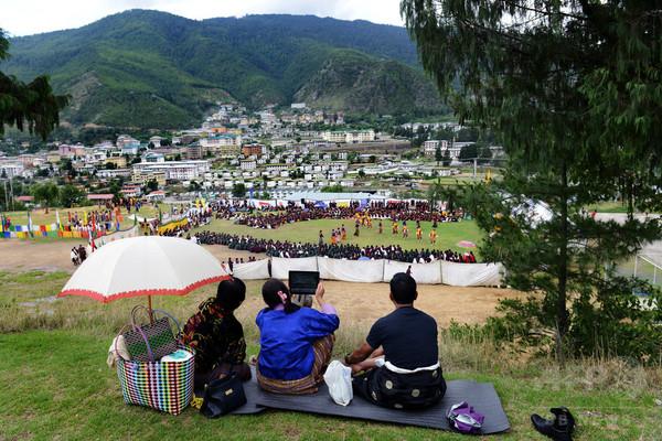 ヒマラヤ山脈の王国で火花散らす中国とインド