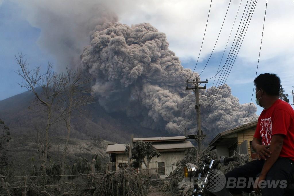 シナブン山の噴火続く、インドネシア・スマトラ島