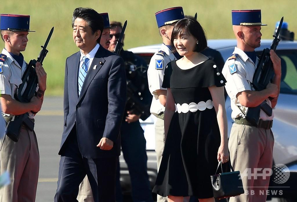 安倍首相、G7首脳会議出席のためフランスに到着
