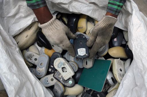 世界で拡大する「電子廃棄物」の危機、国連などが対策呼び掛け