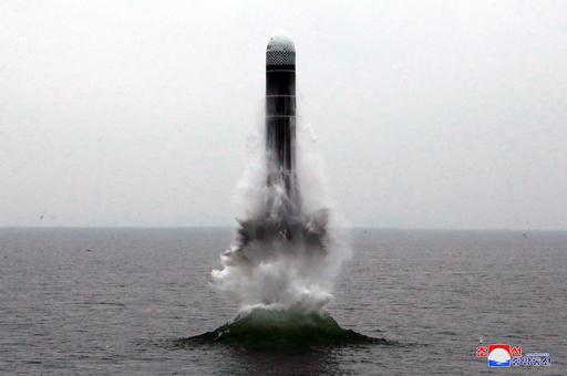 北ミサイル、海上台から発射か トランプ氏は協議実施の意向