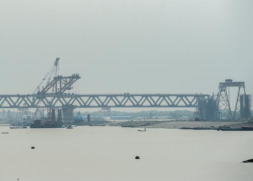 子どもが橋建設の人柱に? デマ拡散でリンチ続発、8人死亡 バングラデシュ