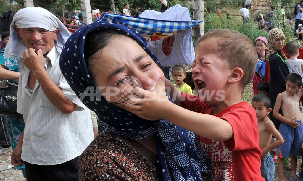 ウズベキスタン、民族衝突続くキルギスとの国境を封鎖