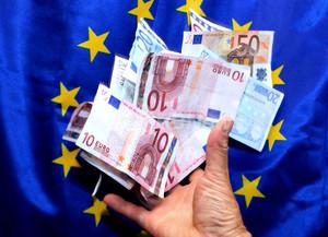 EU首脳会議、ユーロ圏全銀行の一元監督で合意 13年から段階的
