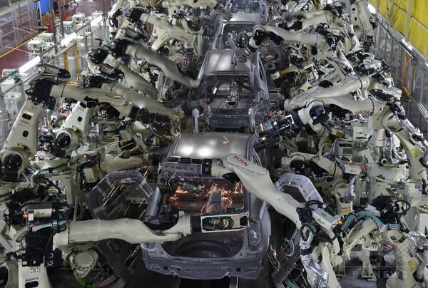 人工知能ロボットの台頭、脅かされる数千万件の雇用 専門家