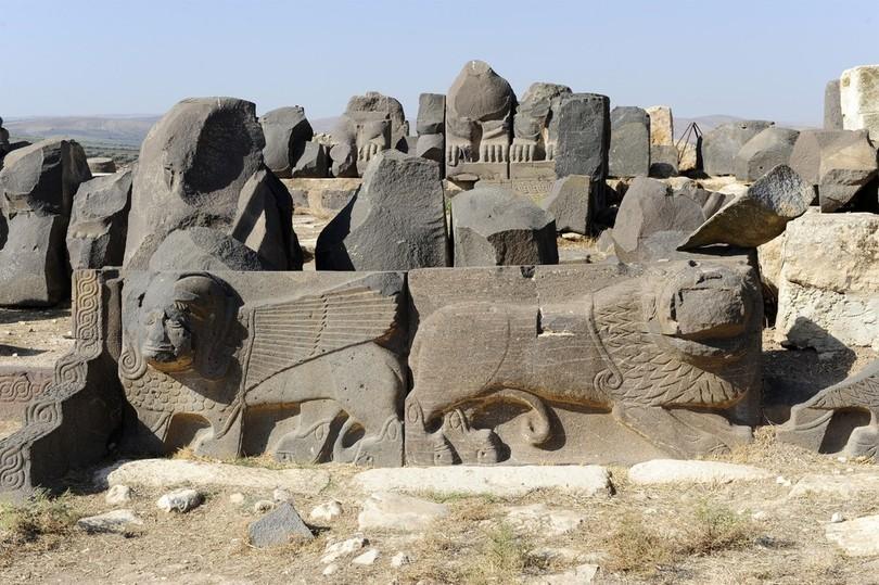 古代神殿が粉々に… トルコ軍空爆のシリア北部