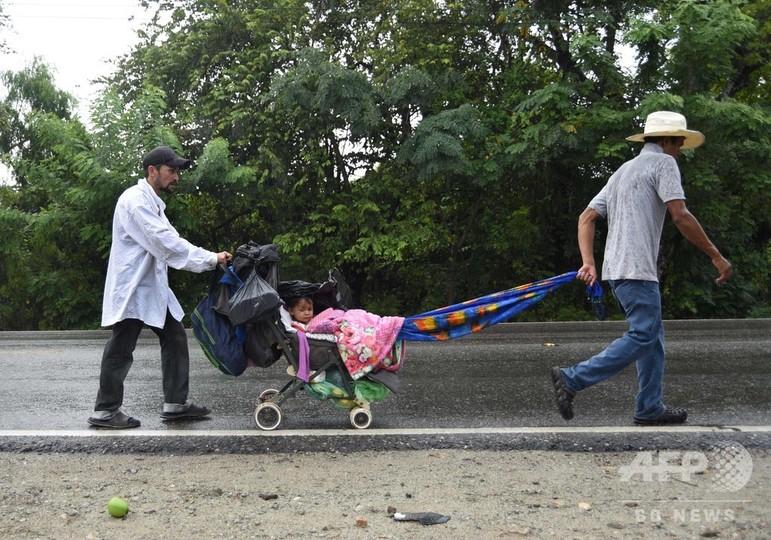 ホンジュラス移民数千人、米国へ向け徒歩で北上中 トランプ氏の警告無視