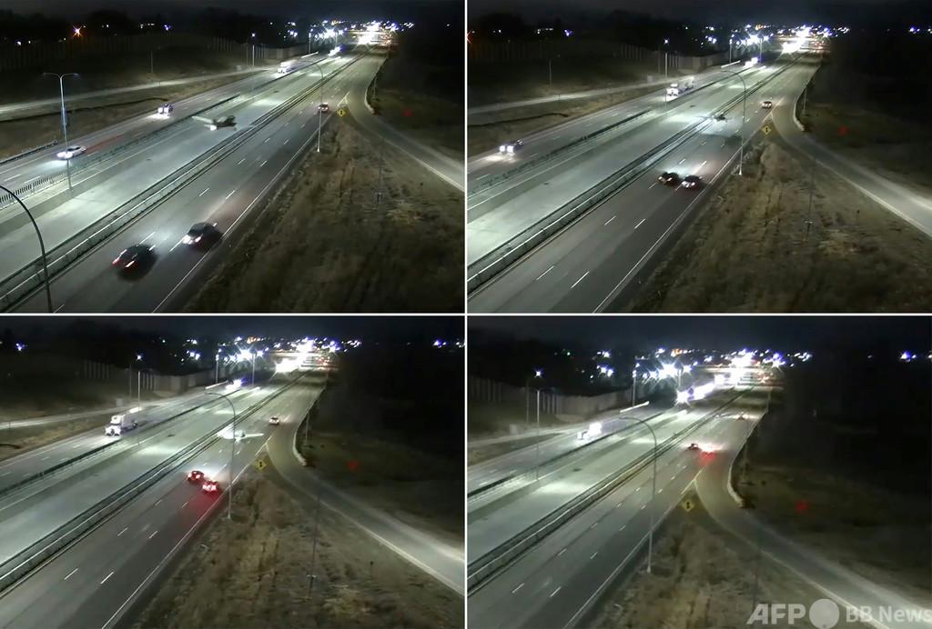 軽飛行機が夜間の幹線道路に緊急着陸、けが人なし 米ミネソタ州