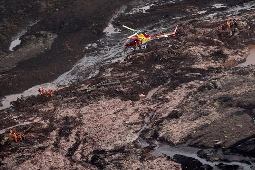 ブラジルのダム決壊、死者34人に 鉱山作業員ら300人近くが行方不明