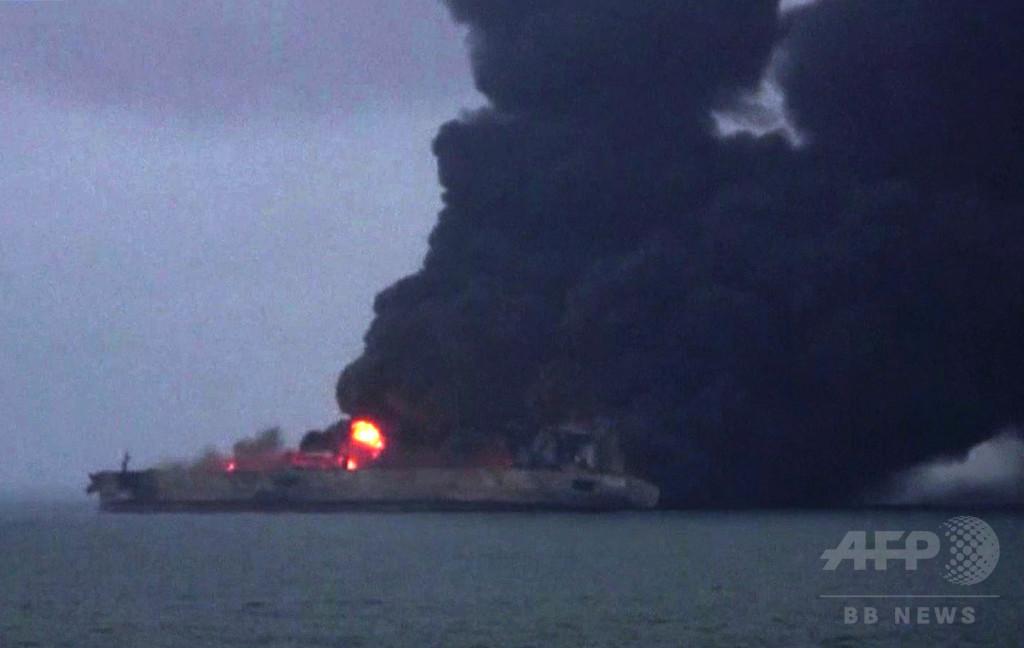 中国沖で炎上のタンカー、遺体1体を収容 爆発や沈没の恐れも