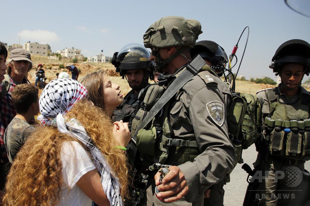パレスチナ人少女がイスラエル兵を平手打ち、動画拡散で逮捕
