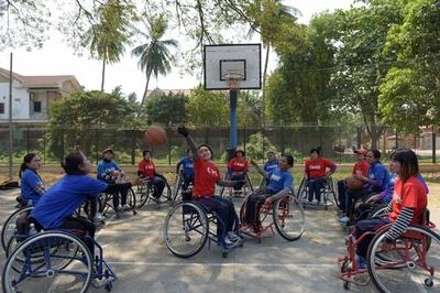 目指せ東京パラリンピック! カンボジア初 女子車いすバスケチーム