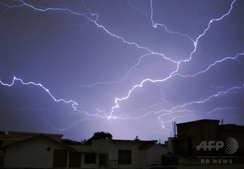 米仏の稲妻、世界最大・最長と認定 放電距離321km、7.74秒持続