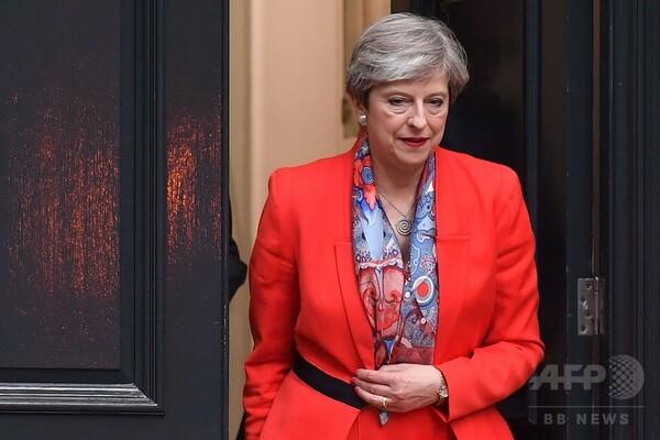 メイ首相の「最も行儀悪い行為」は総選挙、英ネットで嘲笑