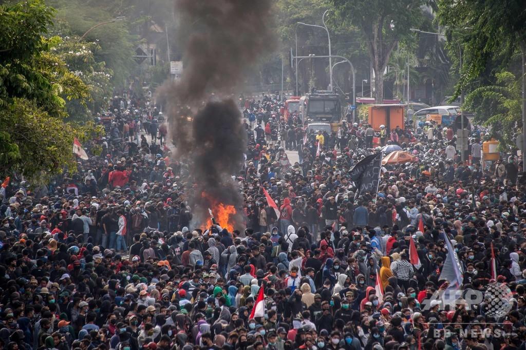 外資呼び込む法案可決で大規模デモ、一部暴徒化 インドネシア