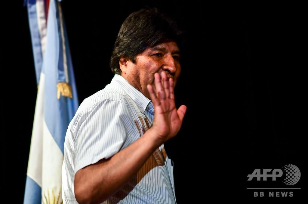 ボリビア、亡命したモラレス前大統領に逮捕状