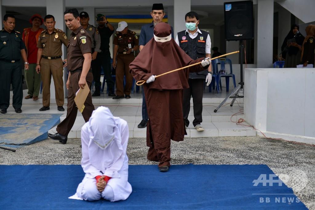 むち打ち刑に初の女性執行部隊、インドネシア・アチェ州