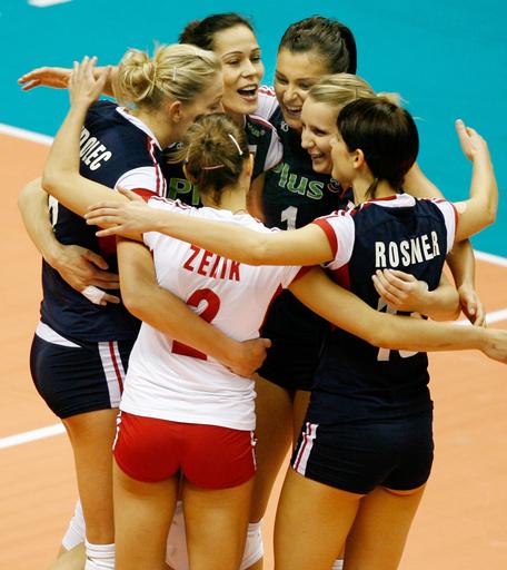 ポーランド セルビアとの接戦を制し大会3勝目