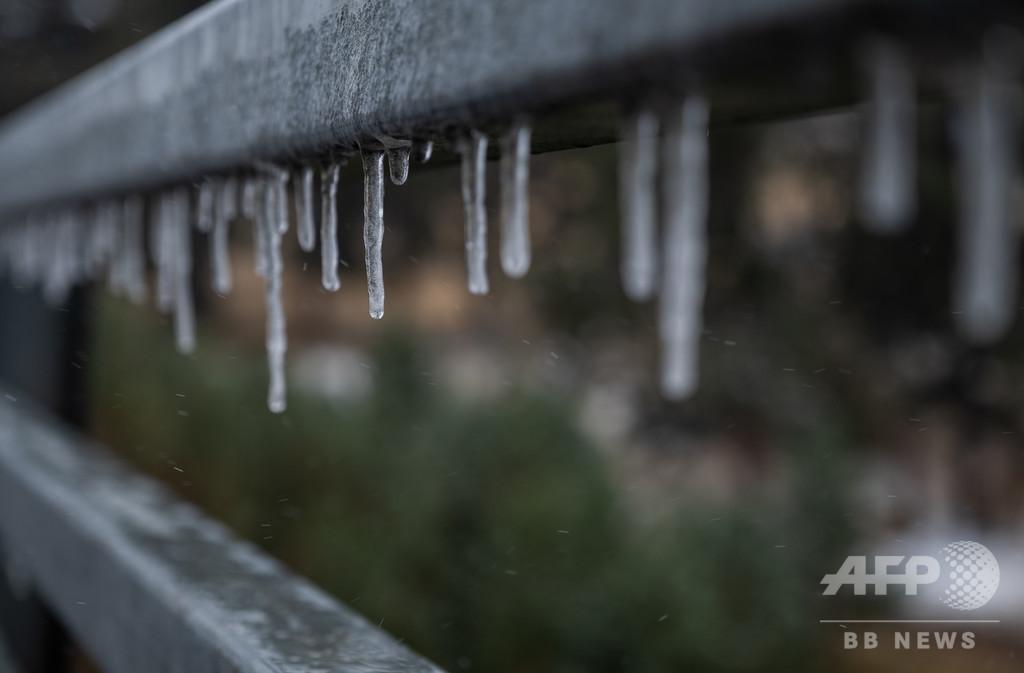 気温31度急低下、24時間で猛暑から降雪へ 米コロラド州
