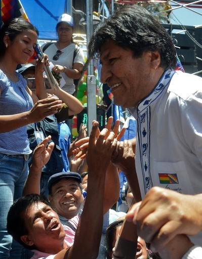 ボリビア大統領選、現職モラレス氏が勝利宣言 「必要なら決選投票も」