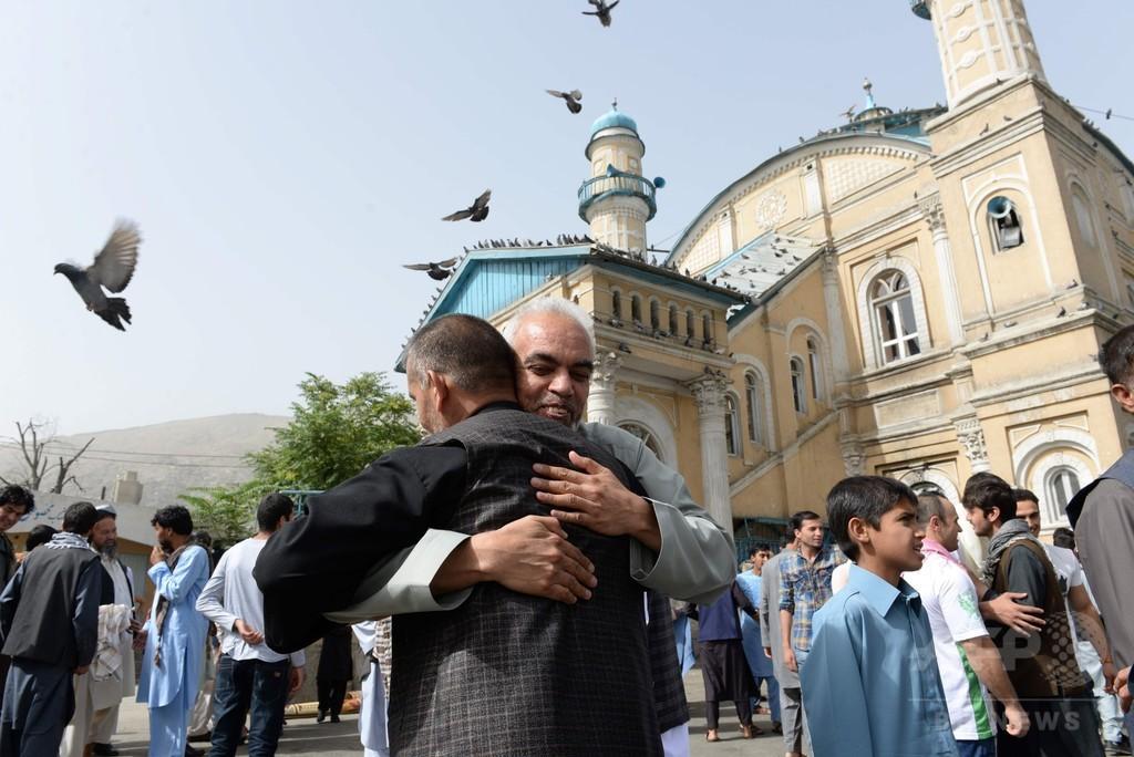 タリバンが政府と初停戦、断食明けの祭り「平和」に