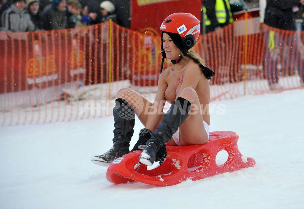 ヌードで滑るそりの国際レース、ドイツ