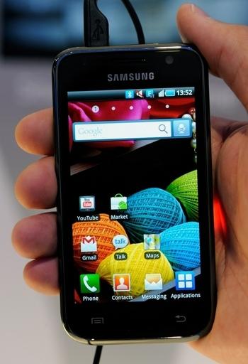 サムスン電子、スマートフォン「Galaxy S」を発表 今月発売