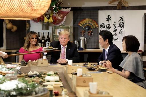 トランプ夫妻、六本木の炉端焼き店で夕食 安倍首相夫妻と