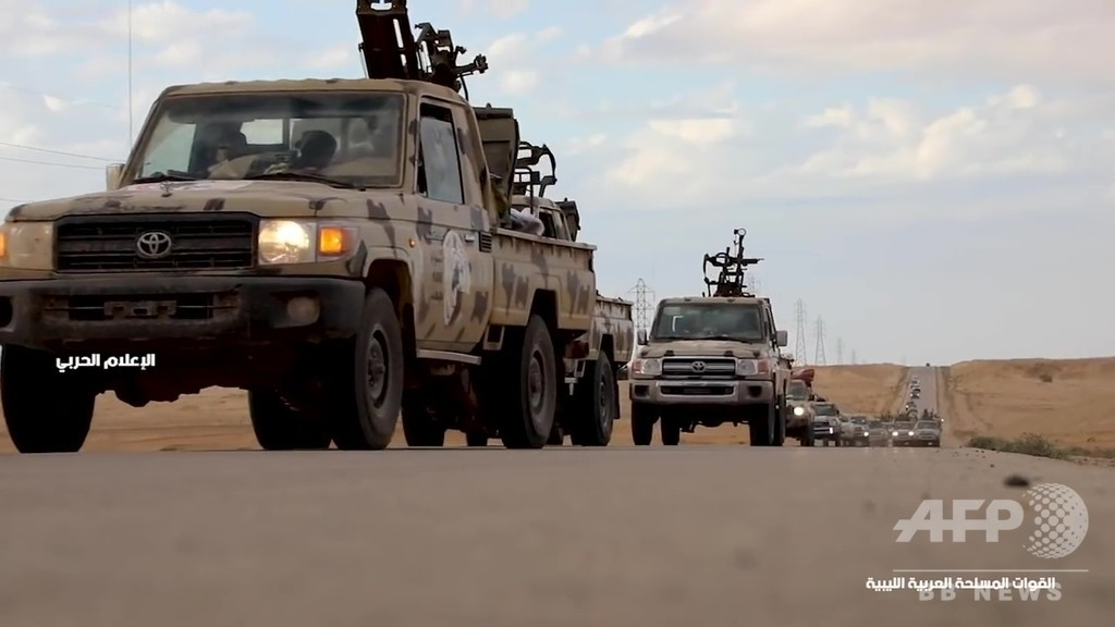 リビア、民兵組織率いるハフタル氏が首都への「進軍」命令