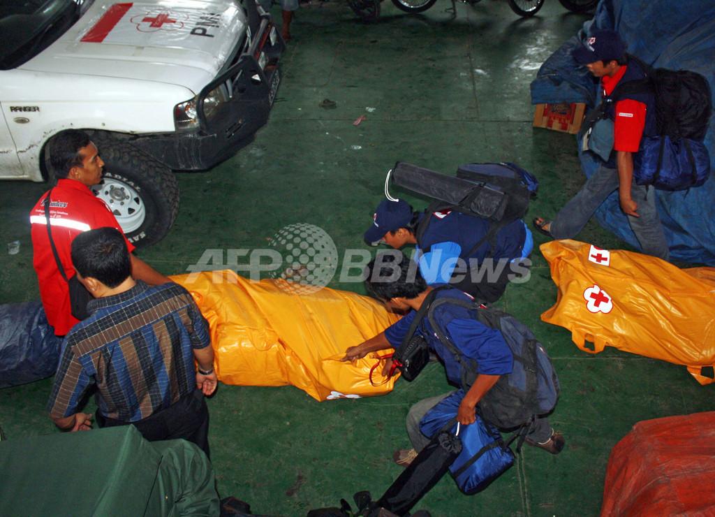 スマトラ沖地震、108人死亡 不明多数